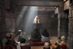 Иисус в синагоге на возвышении для чтения Торы